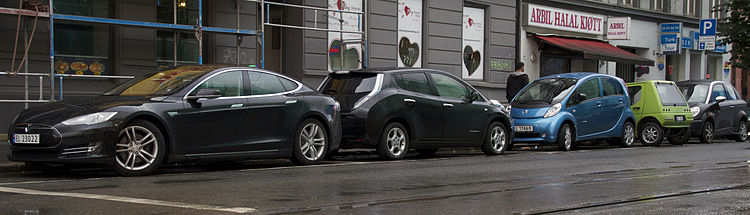 Tesla_Model_S_Nissan_LEAF_Peugeot_iOn_Buddy_Th!nk_in_Oslo_2013