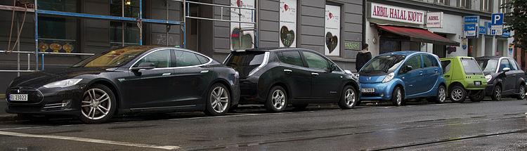 Tesla_Model_S_Nissan_LEAF_Peugeot_iOn_Buddy_Th!nk_in_Oslo_2013